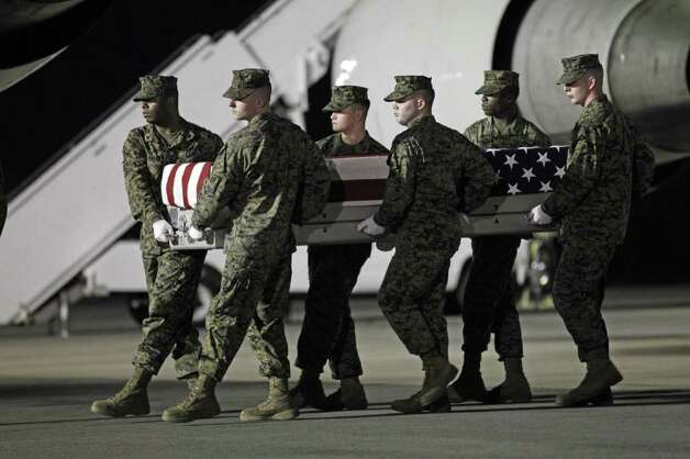 A Marine carry team carries the transfer case containing the remains of Marine Sgt. William C. Stacey of Seattle on Thursday. Photo: AP