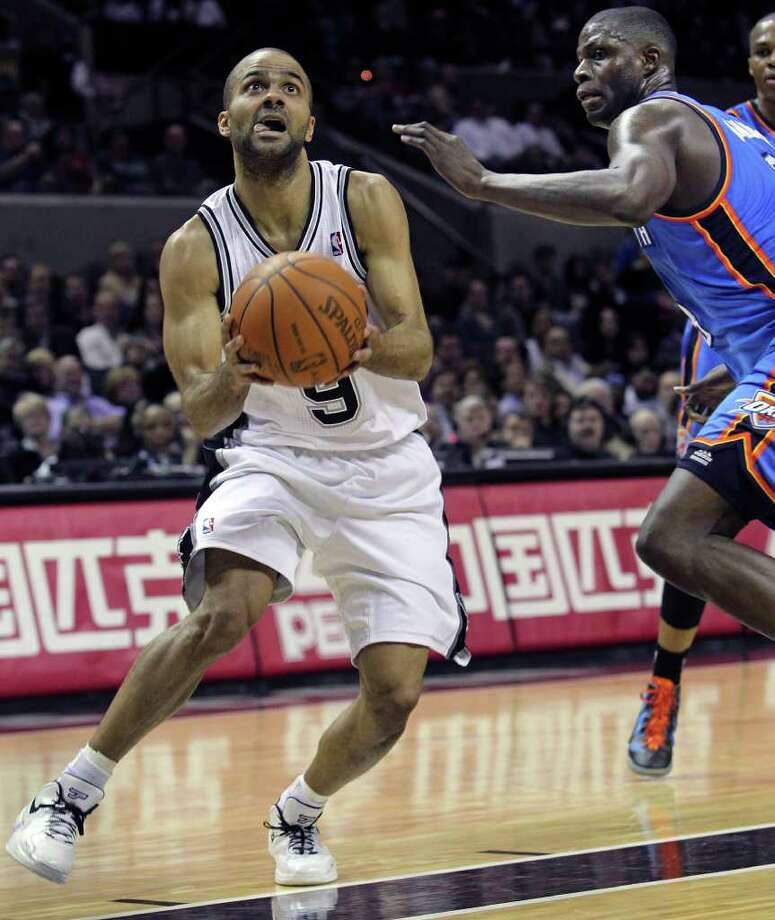 Spurs guard Tony Parker makes a quick spin move to get to the hoop on Nazr Mohammed as the San Antonio Spurs play the Oklahoma City Thunder at the AT&T Center  on February 4, 2012 Tom Reel/ San Antonio Express-News Photo: TOM REEL, Express-News / San Antonio Express-News