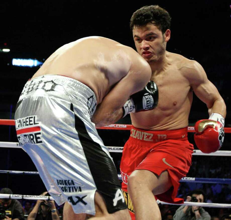 Julio Cesar Chavez, Jr., right, of Mexico, battles it out Saturday Feb. 4, 2012 at the Alamodome in San Antonio Texas against Marco Antonio Rubio, left, of Mexico during their World Middleweight title bout. Photo: EDWARD A. ORNELAS, AP / © SAN ANTONIO EXPRESS-NEWS