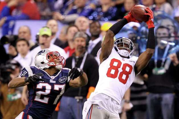 INDIANAPOLIS, IN - FEBRUARY 05:  Wide receiver Hakeem Nicks #88 of the New York Giants catches an 18 yard pass from Eli Manning #10 in the first quarter against Antwaun Molden #27 of the New England Patriots during Super Bowl XLVI at Lucas Oil Stadium on February 5, 2012 in Indianapolis, Indiana. Photo: Andy Lyons, Getty Images / 2012 Getty Images