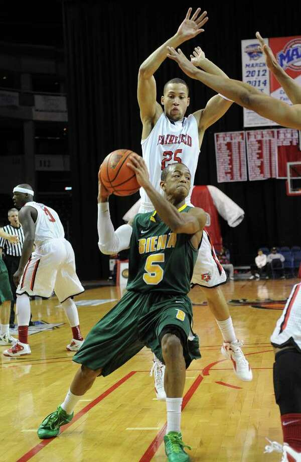 Siena's Evan Hymes drives to the basket in the first half of their MAAC conference matchup with Fairfield at the Webster Bank Arena in Bridgeport, Connecticut on Sunday, February 5, 2012. Photo: Brian A. Pounds / Connecticut Post
