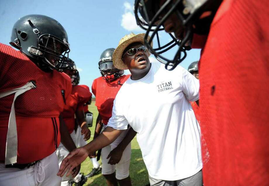 Memorial's Nelson Barnes coaches the defense during practise at Memorial High School in Port Arthur, Wednesday. Tammy McKinley/The Enterprise Photo: TAMMY MCKINLEY / Beaumont