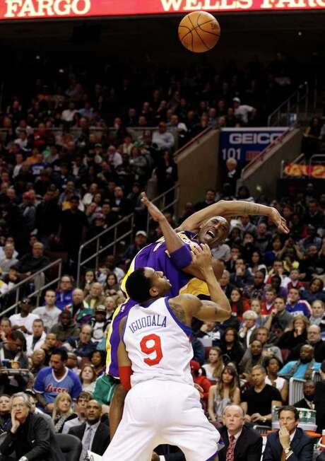 The Sixers and Andre Iguodala, left, didn't make it easy for the Lakers' Kobe Bryant to become the fifth-leading scorer in NBA history. Photo: Yong Kim / Philadelphia Daily News