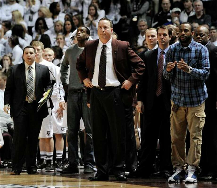 Texas A&M coach Billy Kennedy, center, watches in the final seconds of an NCAA college basketball game against Texas on Monday, Feb. 6, 2012, in College Station, Texas. Texas won 70-68. (AP Photo/Pat Sullivan) Photo: Pat Sullivan, Associated Press / AP