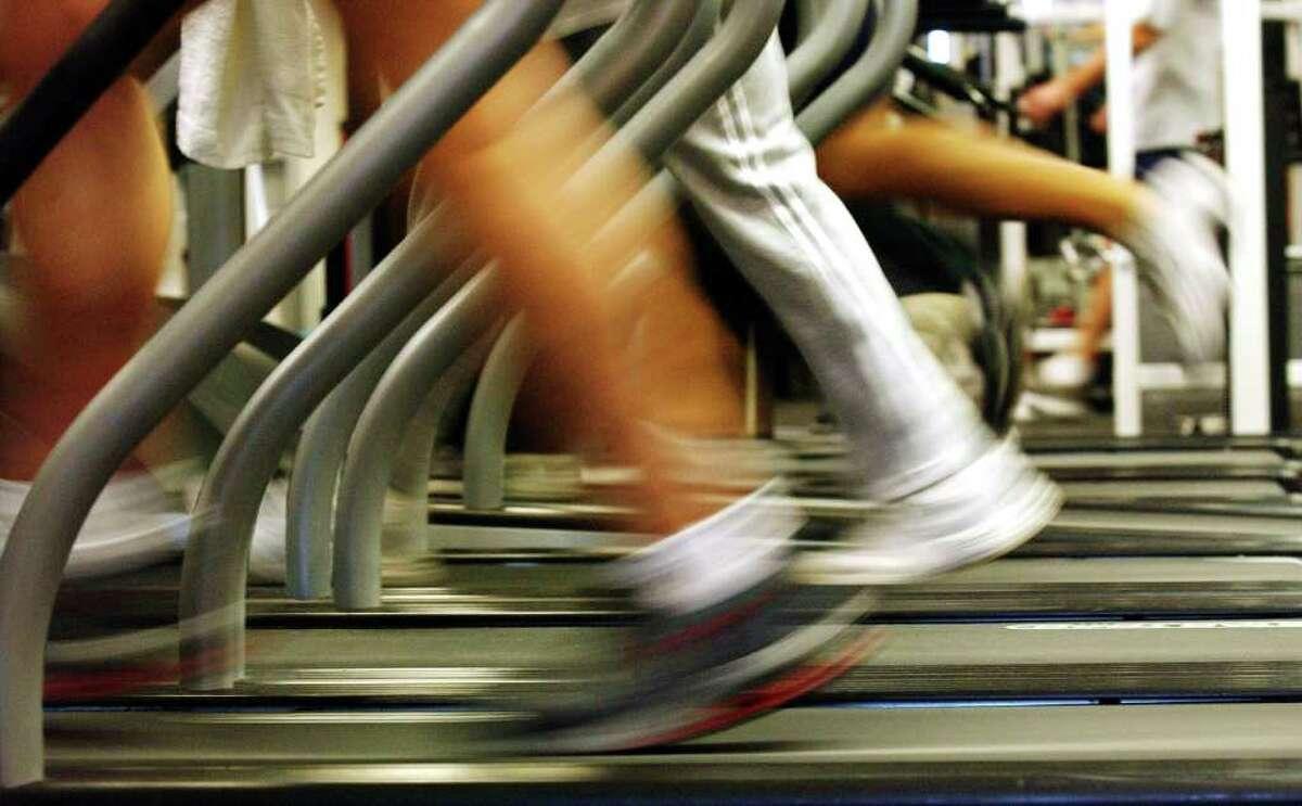 People run on treadmills at a New York Sports Club January 2, 2003 in Brooklyn, New York.