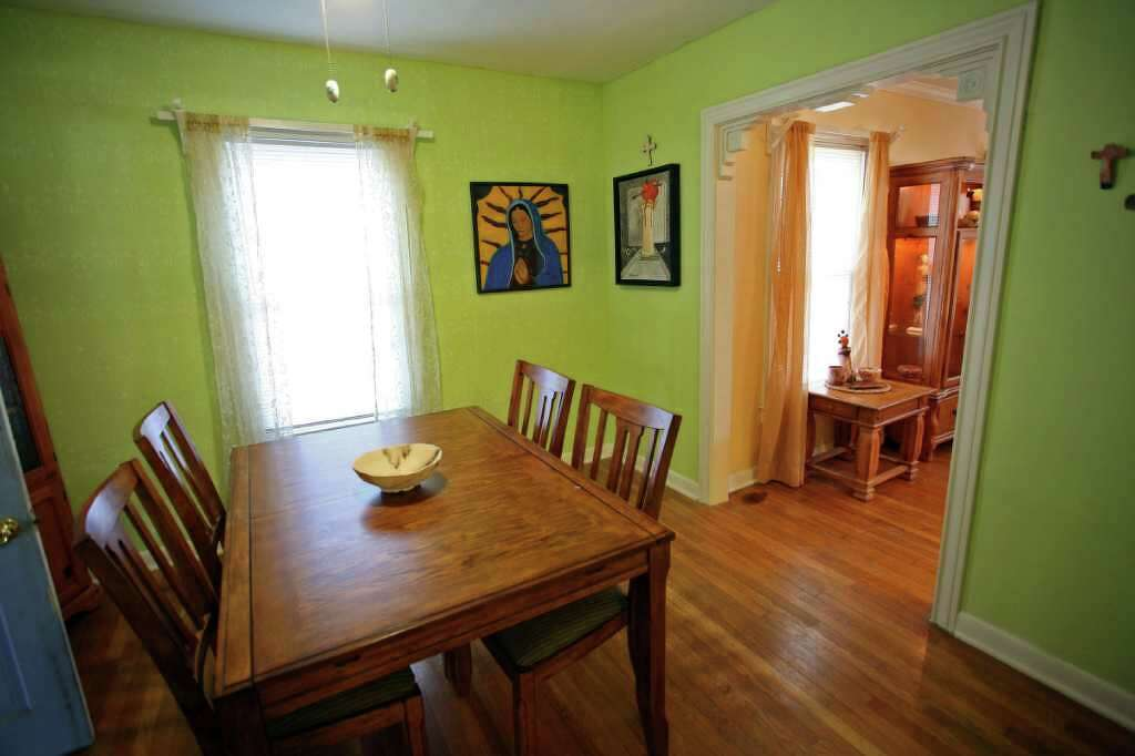 Sarah Shore Painted Her Dining Room Apple Green And Stenciled One Wall Painting