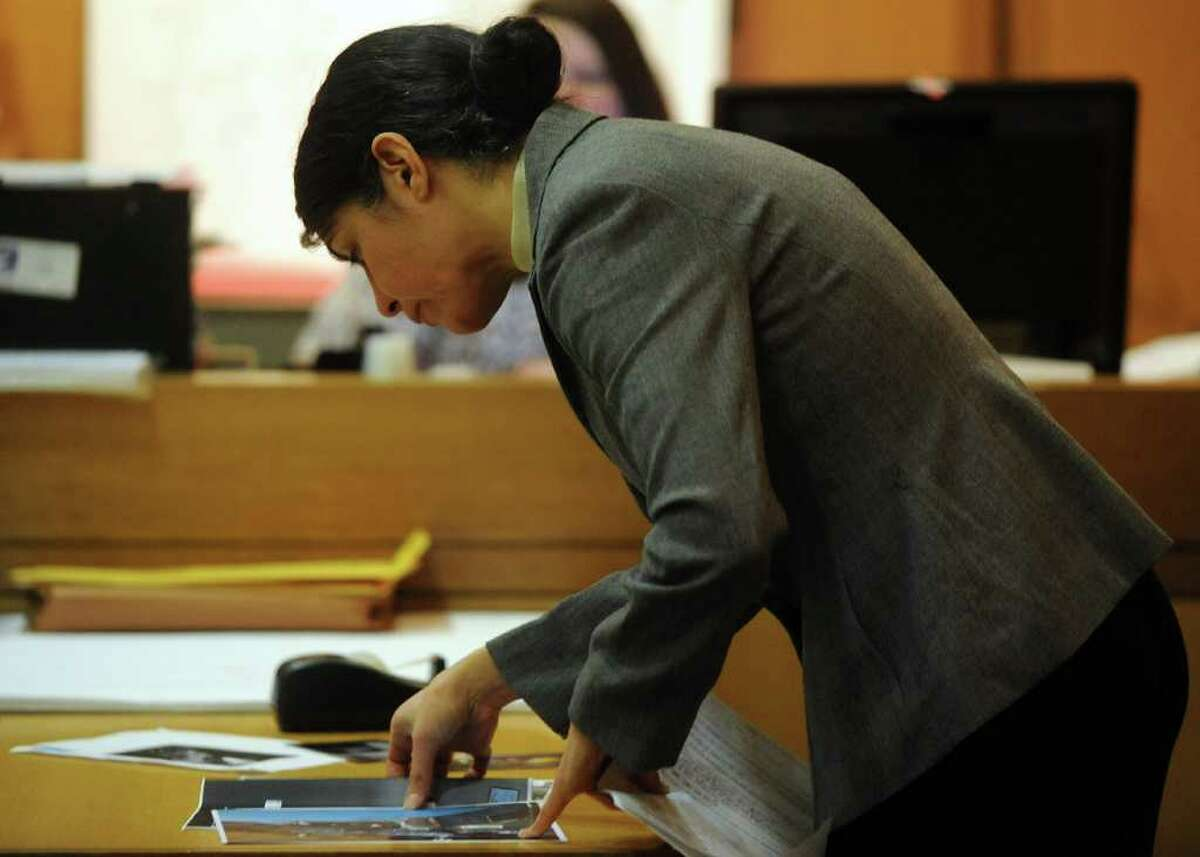 Sheila Davalloo represents herself in State Superior Court in Stamford on Tuesday, February 7, 2012. Davalloo is charged in the 2002 murder of Anna Lisa Raymundo.