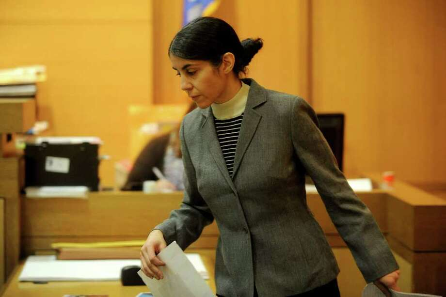 Sheila Davalloo represents herself in State Superior Court in Stamford on Tuesday, February 7, 2012. Davalloo is charged in the 2002 murder of Anna Lisa Raymundo. Photo: Lindsay Niegelberg / Stamford Advocate