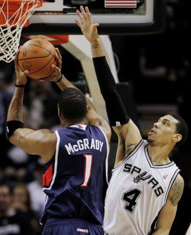 Danny Green (right) was one of the young players who helped the Spurs nearly pull off a huge comeback on the road in Dallas on Jan. 29. Photo: AP