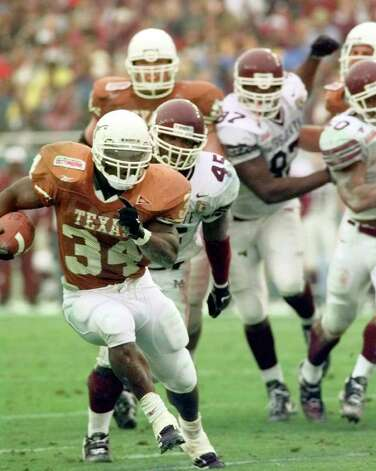 University of Texas Longhorns Ricky Williams carries the ball during the third quarter of the 63rd Classic Southwestern Bell Cotton Bowl on Friday, Jan.1, 1999. jerry lara/staff Photo: JERRY LARA, AP/Express-News / EN