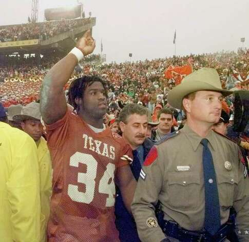 University of Texas Longhorns Ricky Williams salutes the crowd after they beat the Mississippi State Bulldogs 38-11 in the 63rd Classic Southwestern Bell Cotton Bowl on Friday, Jan. 1, 1999. jerry lara/staff Photo: JERRY LARA, AP/Express-News / EN