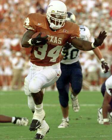 Texas running back Ricky Williams an his way to a touch-down during 1st quarter action Saturday night in Austin. Staff photo by Delcia Lopez Photo: Delcia Lopez, AP/Express-News