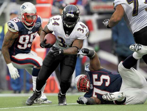 Baltimore Ravens running back Ricky Williams (34) runs between New England Patriots defensive end Mark Anderson (95) defensive tackle Vince Wilfork (75) during the first half of the AFC Championship NFL football game  Sunday, Jan. 22, 2012, in Foxborough, Mass.  (AP Photo/Winslow Townson) Photo: AP/Express-News