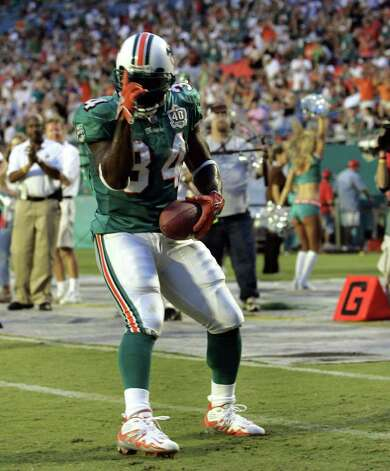 Miami Dolphins running back Ricky Williams celebrates his touchdown during the first quarter against the Tampa Bay Buccaneers on Saturday, Aug. 27, 2005, in Miami. (AP Photo/Wilfredo Lee) Photo: WILFREDO LEE, AP/Express-News / AP