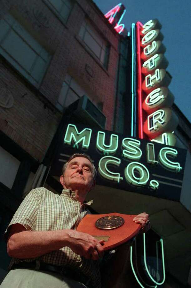Owner Arthur Gurwitz is pictured beneath the sign of his Southern Music Co. store when it was located at the intersection of Broadway and Jones Avenue. Photo: William Luther, San Antonio Express-News / EN