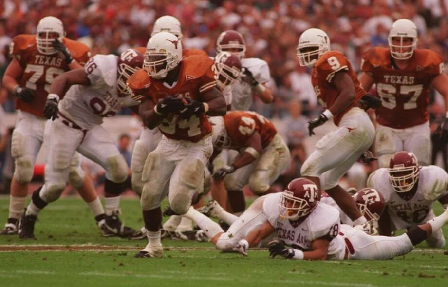 What better way to pass T.D. than with a TD? Ricky Williams hits daylight on the way to a 60-yard first-quarter scoring run against Texas A&M that made him Division I-A's leading career rusher and relegated Tony Dorsett to No. 2.  (Kerwin Plevka / Houston Chronicle)