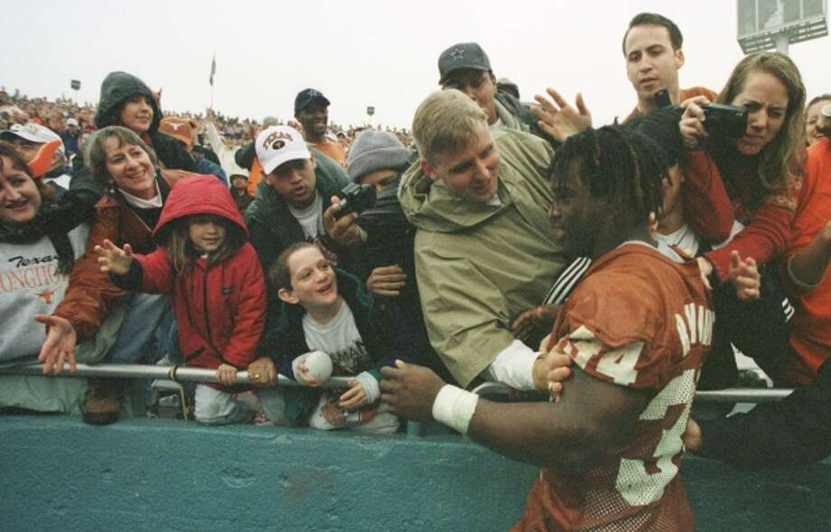 Ricky Williams bids a fond farewell to Texas fans after closing his career with a 203-yard performance in the Cotton Bowl on Jan. 1, 1999. (Karen Warren / Houston Chronicle)