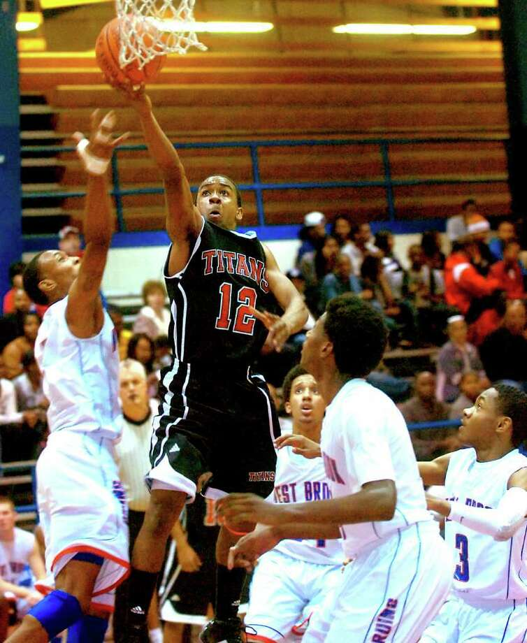 Memorial's Roderic Rucker goes for the basket through a host of West Brook defenders at West Brook High School in Beaumont, Tuesday, February 7st, 2012. Tammy McKinley/The Enterprise Photo: TAMMY MCKINLEY