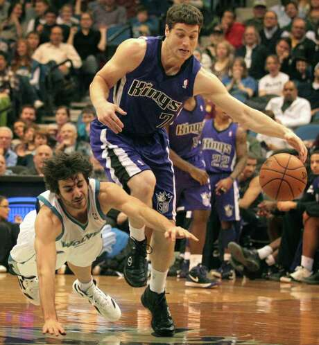 Despite a diving attempt by the Timberwolves' Ricky Rubio, the Kings' Jimmer Fredette, right, wins the battle for the ball. However, Minnesota won the war. Photo: Jerry Holt / Minneapolis Star Tribune