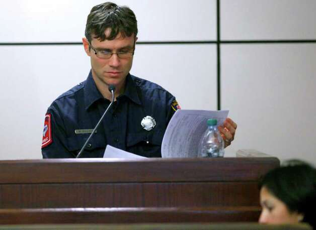 San Antonio Fire Department paramedic William Bullock testifies Tuesday, Feb. 7, 2012 in the 437th District Court at the Cadena Reeves Justice Center during Jenny Ybarra's intoxication manslaughter trial in the death of Erica Nicole Smith. Photo: William Luther, San Antonio Express-News / © 2012 SAN ANTONIO EXPRESS-NEWS