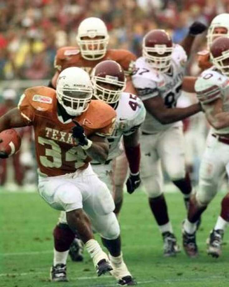 SPORTS COTTON BOWL 1-1-99 University of Texas Longhorns Ricky Williams carries the ball during the third quarter of the 63rd Classic Southwestern Bell Cotton Bowl on Friday, Jan.1, 1999. jerry lara/staff