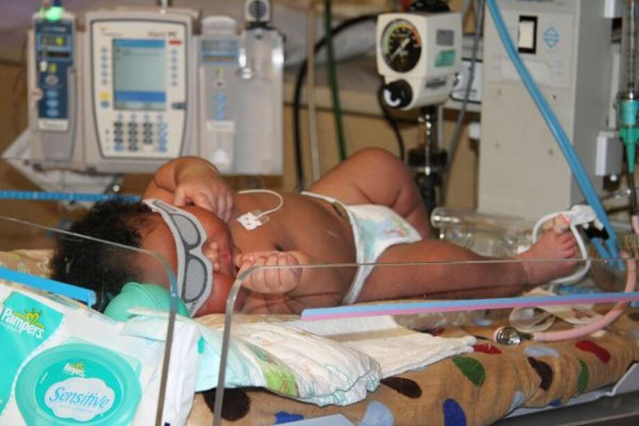 JaMichael Brown, born in 2011, is seen in the hospital's neonatal care unit in Longview, Texas. Janet Johnson gave birth to what her doctors called one of the biggest newborns they've ever seen. JaMichael, her fourth child, weighed 16 pounds, 1 ounce.  (Associated Press)