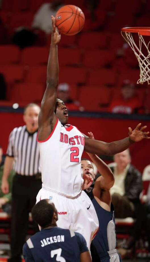 University of Houston forward Alandise Harris (2) makes a baby hook shot over Rice University guard Tamir Jackson (3) during the first half of a NCAA basketball game, Wednesday, Feb. 8, 2012, in Hofheinz Pavillionin Houston. Photo: Nick De La Torre, Houston Chronicle / © 2012  Houston Chronicle