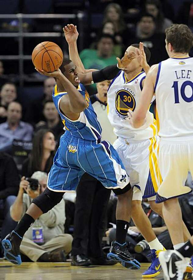 Hornets's Chris Paul dealt with the Warriors's defense of Stephen Curry and David Lee in the second half. The Golden State Warriors played the New Orleans Hornets at Oracle Arena in Oakland, Calif., on Wednesday, January 26, 2011. Photo: Carlos Avila Gonzalez, The Chronicle