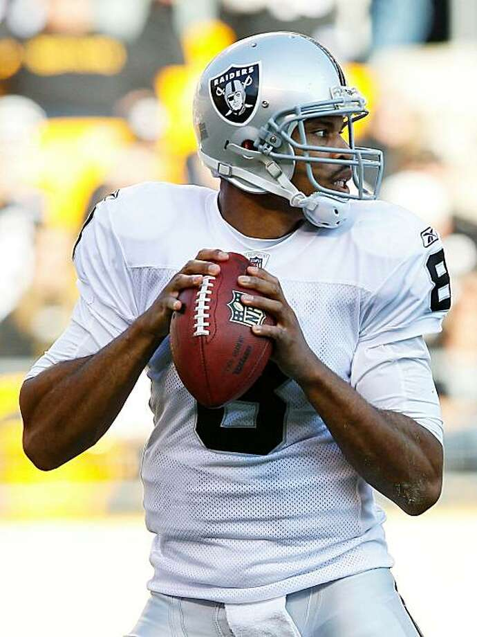 PITTSBURGH - NOVEMBER 21:  Jason Campbell #8 of the Oakland Raiders drops back to pass against the Pittsburgh Steelers during the game on November 21, 2010 at Heinz Field in Pittsburgh, Pennsylvania. Photo: Jared Wickerham, Getty Images