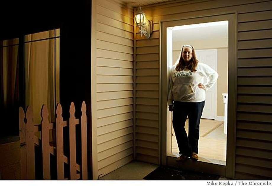 Laurel Moeslein, a University of San Francisco student, stands in the doorway of her Diamond Heights apartment on Friday May 9, 2009 in San Francisco, Calif. Despite the fact the property has been foreclosed on she says she has no intention of leaving the rental anytime soon. Photo: Mike Kepka, The Chronicle