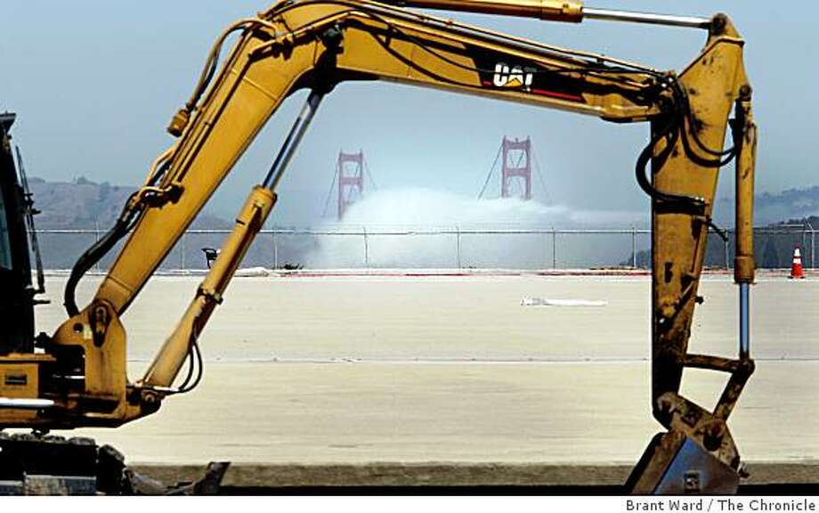 The Sunset Reservoir at 28th and Quintara avenues looks like a mass of concrete from street level. This view looking north shows the fog coming into the bay. The reservoir underwent a seismic upgrade last year and now is a proposed site for the third-largest photovoltaic project in the United States. Photo by Brant Ward / San Francisco Chronicle Photo: Brant Ward, The Chronicle