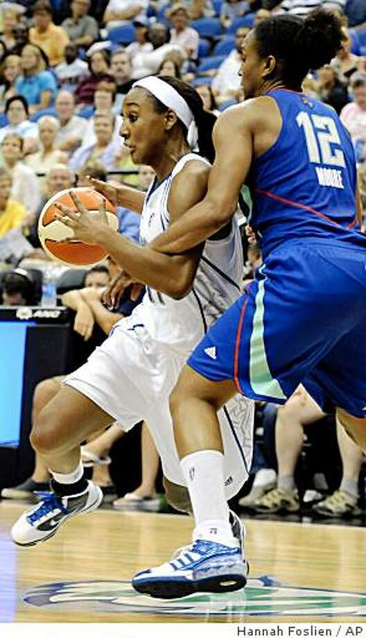 Minnesota Lynx's Candice Wiggins (11) drives to the hoop against New York Liberty's Loree Moore (12) during the third quarter of a WNBA basketball game in Minneapolis on Tuesday, June 23, 2009. Lynx won 69-57. (AP Photo/Hannah Foslien) Photo: Hannah Foslien, AP