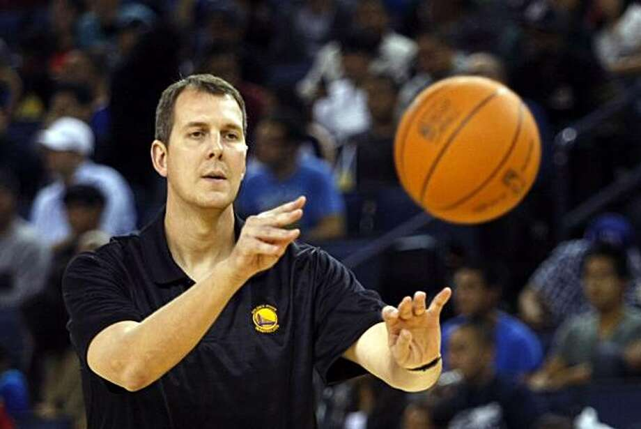 Assistant coach Robert Werdann passes a ball during an open practice at Oracle Arena Wednesday, October 6, 2010, Oakland, Calif.  As the new season is set to begin the Golden State Warriors introduce new players and a largely new coaching staff to their fans. Photo: Adm Golub, The Chronicle