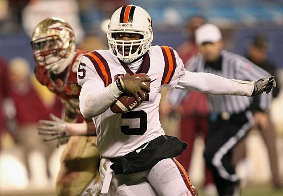 CHARLOTTE, NC - DECEMBER 04:  Tyrod Taylor #5 of the Virginia Tech Hokies runs with the ball against the Florida State Seminoles during their game at Bank of America Stadium on December 4, 2010 in Charlotte, North Carolina. Photo: Streeter Lecka, Getty Images