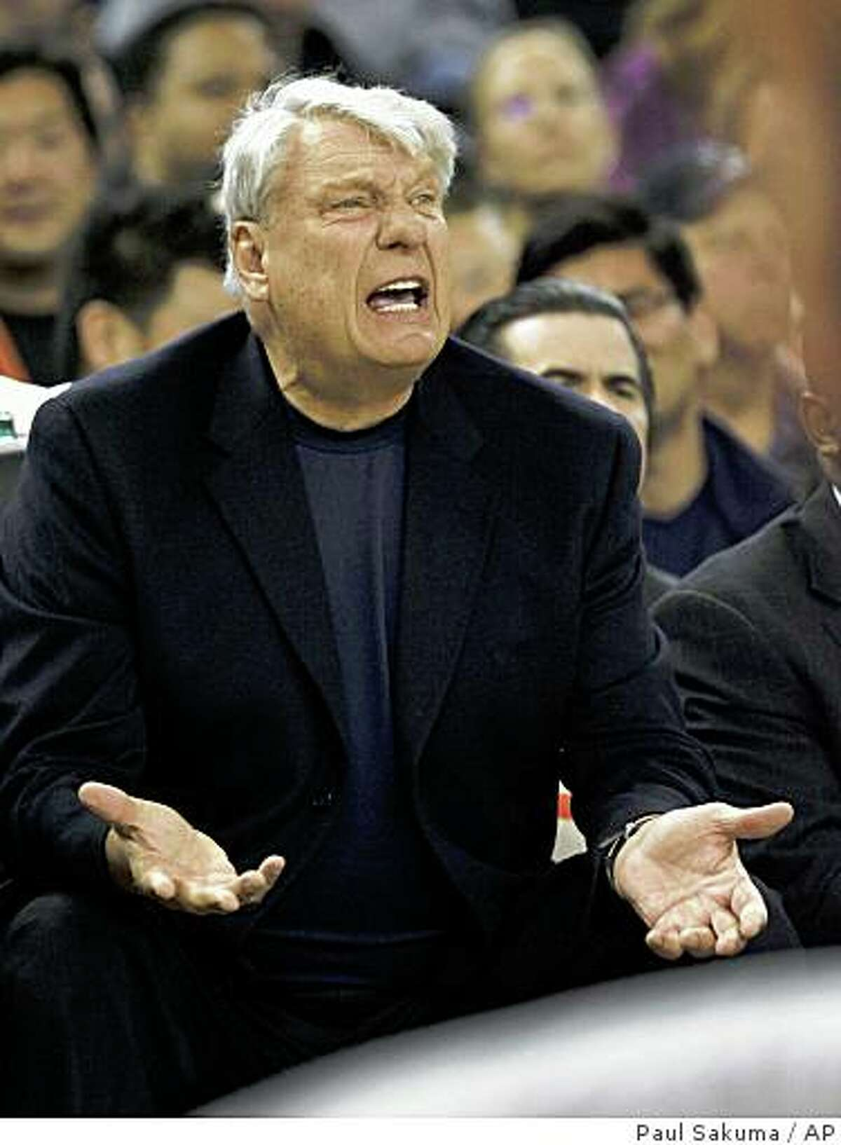 Golden State Warriors head coach Don Nelson argues with referees during game against the San Antonio Spurs in the first quarter.