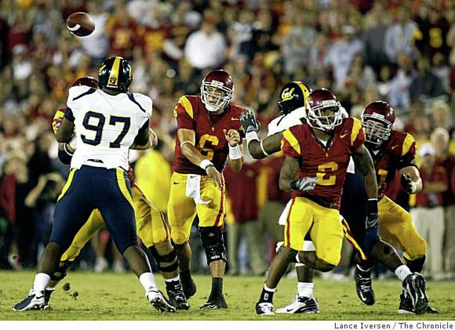 USC Mark Sanchez had plenty of time to deliver his passes. USC defeated Cal 17-3 in Los Angeles Saturday November 8, 2008 Photo: Lance Iversen, The Chronicle