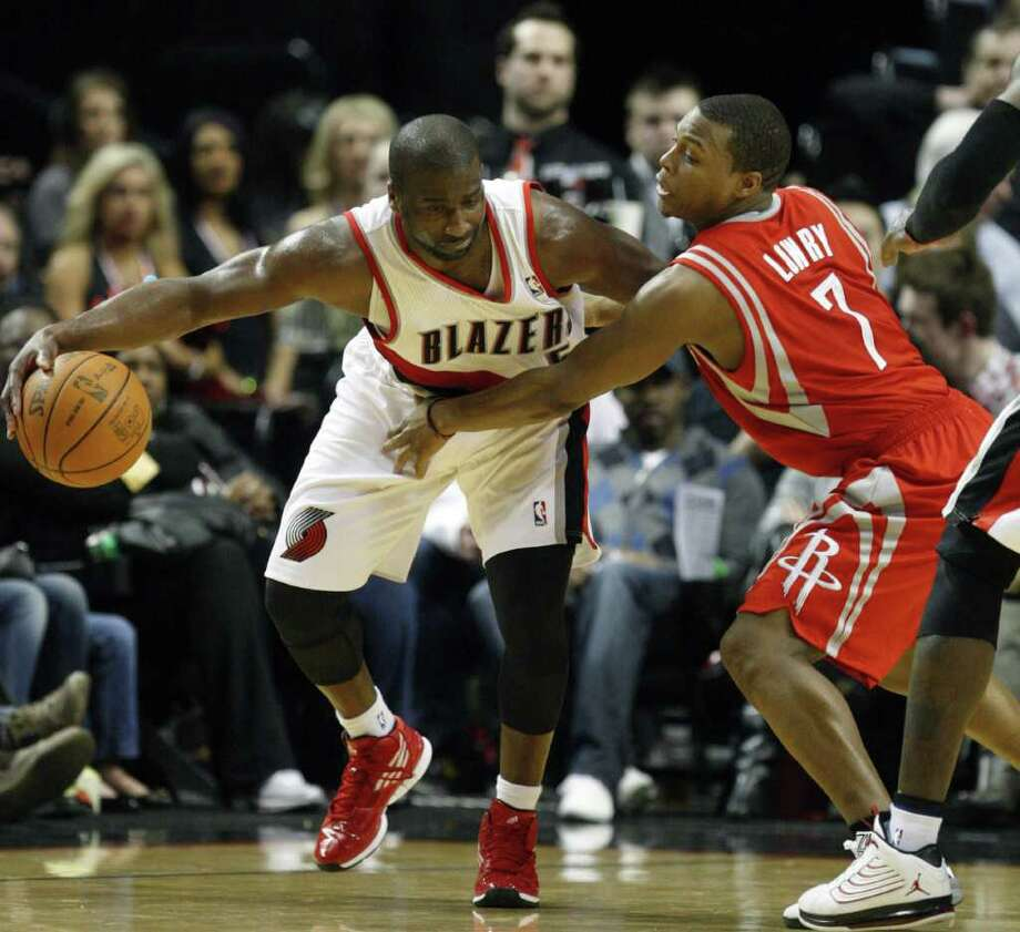 The Blazers' Raymond Felton tries to fend off Kyle Lowry during the second quarter Wednesday night. Photo: Rick Bowmer / AP