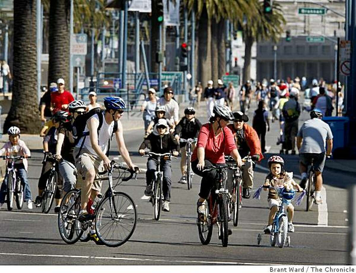 The northbound lanes of the Embarcadero soon became popular with cyclists, joggers and walkers. From 9am til 1pm Sunday August 31, 2008 much of the waterfront was closed to car traffic for the first Sunday Streets event in San Francisco.