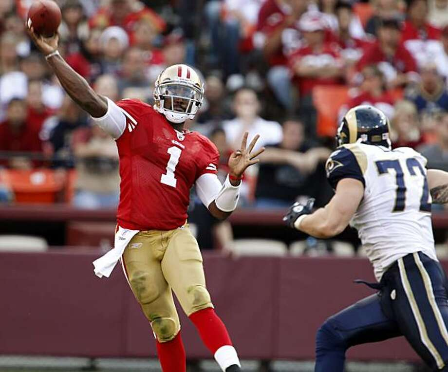 49ers quarterback Troy Smith throws downfield in the fourth quarter. The San Francisco 49ers played the St. Louis Rams at Candelstick Park in San Francisco, Calif., on Sunday, November 14, 2010. Photo: Carlos Avila Gonzalez, The Chronicle