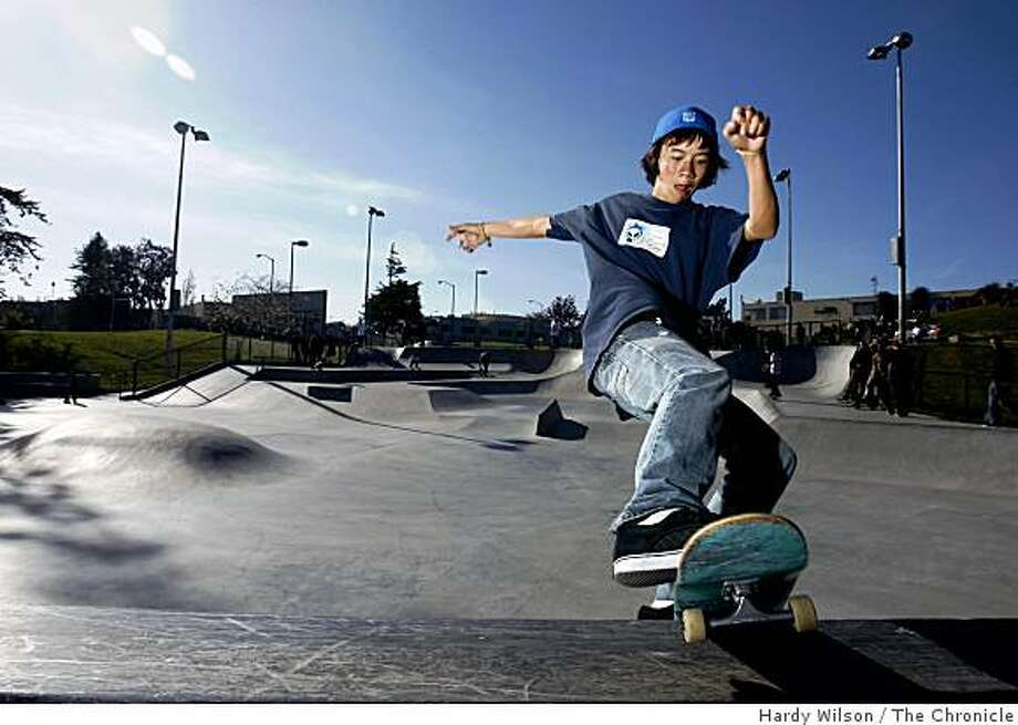 Tommy Lai, 18, of San Francisco, does a grind at Potrero del Sol Skatepark in San Francisco, Calif., on Thursday, April 16, 2009. Photo: Hardy Wilson, The Chronicle