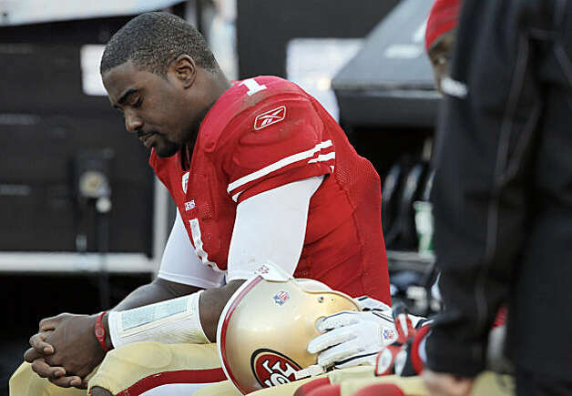 Troy Smith on the bench in the fourth quarter against the Tampa Bay Buccaneers at Candlestick Park in San Francisco on Sunday. Photo: Carlos Avila Gonzalez, The Chronicle