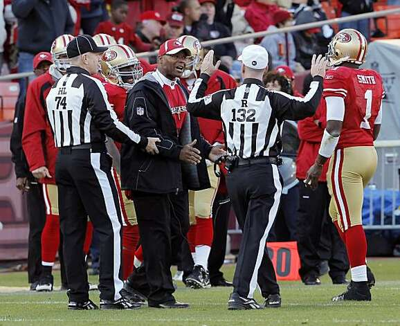 49ers head coach Mike Singletary voices his displeasure to referee John Parry in the fourth quarter against the Tampa Bay Buccaneers at Candlestick Park in San Francisco on Sunday. Photo: Carlos Avila Gonzalez, The Chronicle