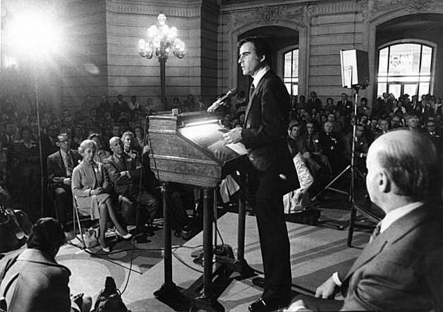 Gov. Jerry Brown speaks at the San Francisco City Hall rotunda with Mayor Alioto in January of 1975. Photo: Peter Breinig, San Francisco Chronicle
