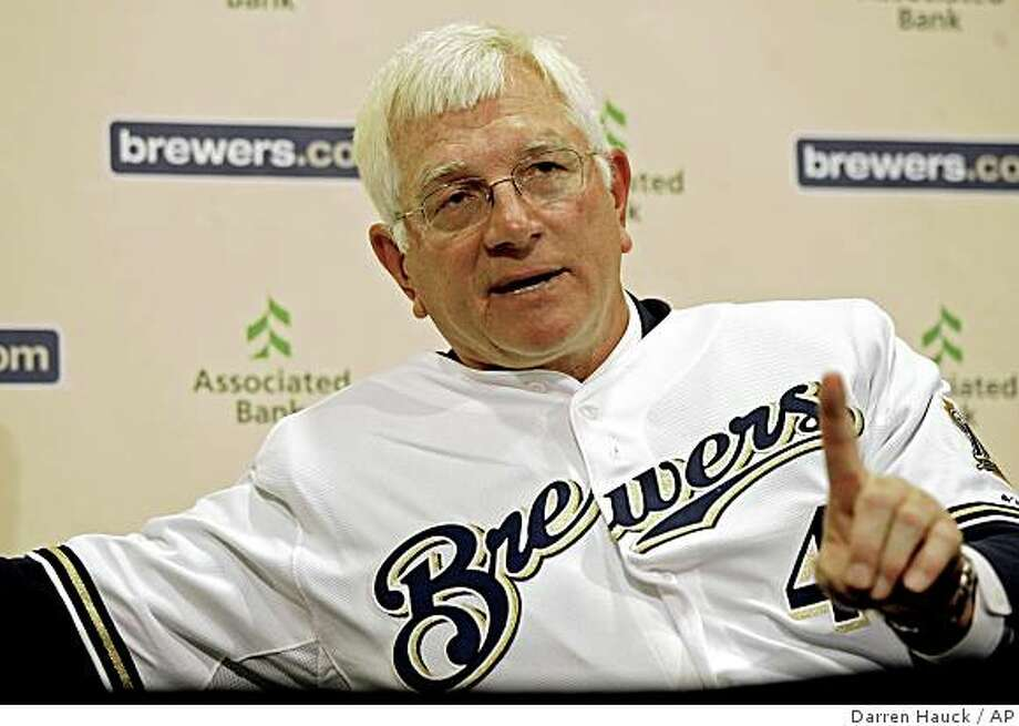 Milwaukee Brewers manager Ken Macha answers a question during a news conference, Thursday, Oct. 30, 2008, Milwaukee. Photo: Darren Hauck, AP