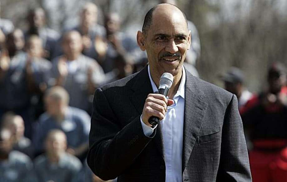 Former NFL football coach Tony Dungy talks to inmates at Broad River Road Correctional Complex on Tuesday, March 16, 2010, in Columbia, S.C. Dungy told minimum security inmates at the complex that no matter their mistakes, they can choose the right direction and gain redemption. Photo: Mary Ann Chastain, AP