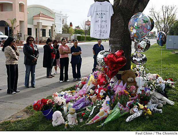 Mourners visit a memorial arranged for eight-year-old Sandra Cantu in front of the Orchard Estates mobile home park in Tracy, Calif., on Tuesday, April 7, 2009. Photo: Paul Chinn, The Chronicle