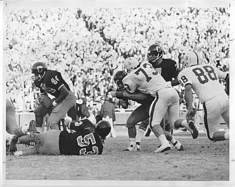Isaac Curtis carries the ball for Cal in the Big Game at Memorial Stadium on Nov. 21, 1970. Photo: Cal Media Relations