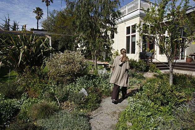 "Annie Leonard  in the yard of her ""community"" at her home in  Berkeley photographed on Friday, March 20, 2009. Photo: Eric Luse, The Chronicle"