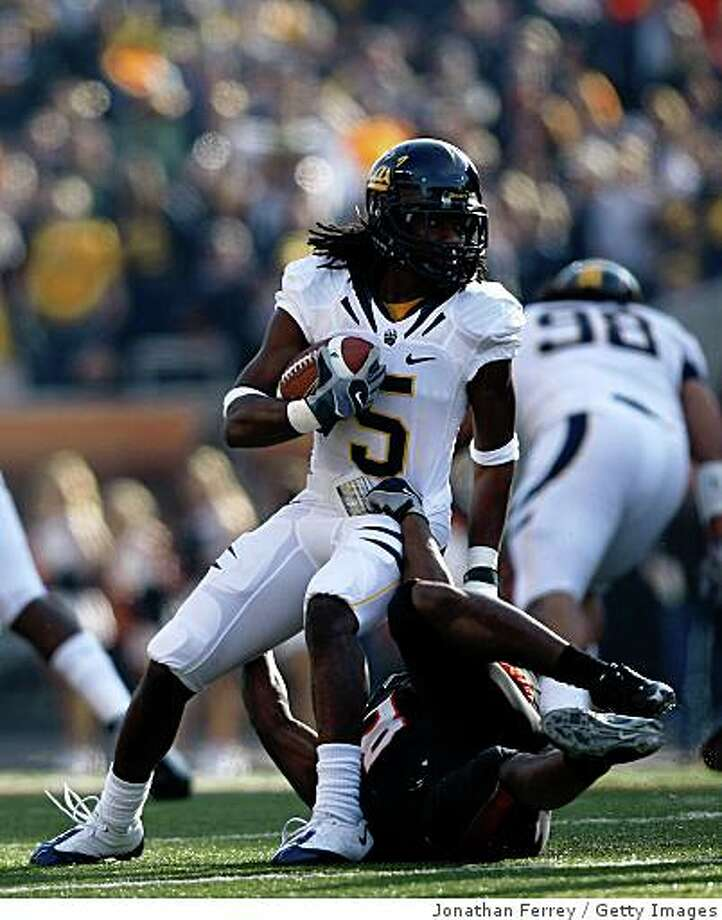 CORVALLIS, OR - NOVEMBER 15:  Syd'Quan Thompson #5 of the California Golden Bears runs against the Oregon State Beavers at Reser Stadium on November 15, 2008 in Corvalis, Oregon.  (Photo by Jonathan Ferrey/Getty Images) Photo: Jonathan Ferrey, Getty Images