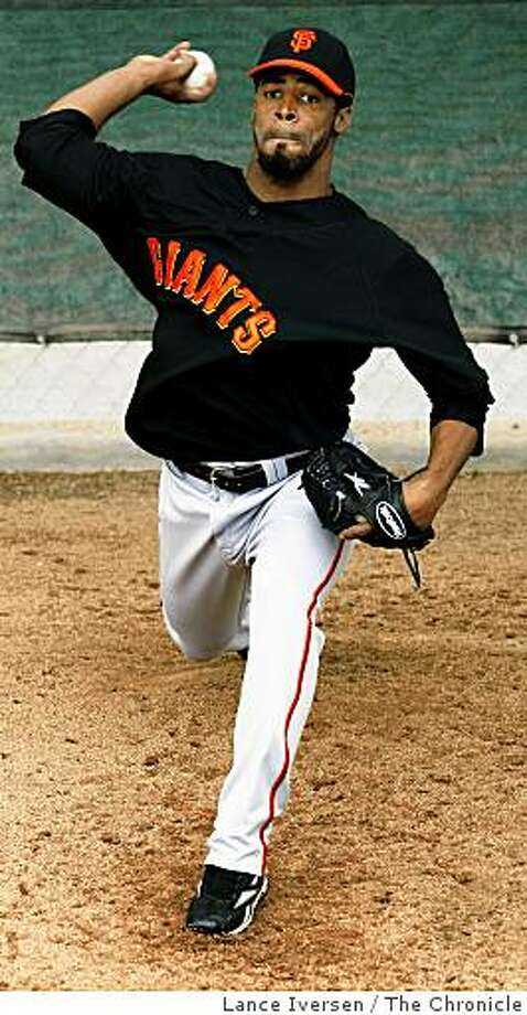 San Francisco Giants pitcher Luis Perdomo pitches in the bullpen during  Spring Training workouts at Scottsdale Stadium Sunday February 22, 2009 in Scottsdale Arizona Photo: Lance Iversen, The Chronicle